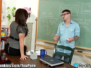 RealityJunkies Mr. Pete Fucks Horny Teacher to Pass