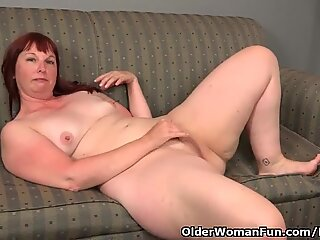 big bottomed milf Scarlett needs to fondle one out