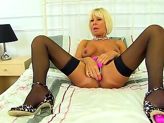 British hot granny Elaine with hungry pussy