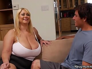 Mature prostitute Samantha 38G with gigantic boobs pleases tiny dick