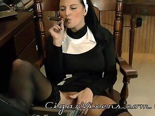 Lola SMOKES a cigar