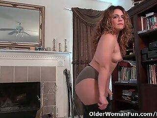 Pantyhosed milf Vanessa Jones fingers her hairy pussy
