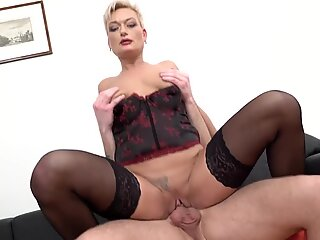 Mature mom wants fisting and fuck