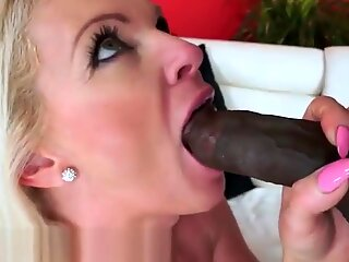 Stunning mature jizzed in mouth by bbc