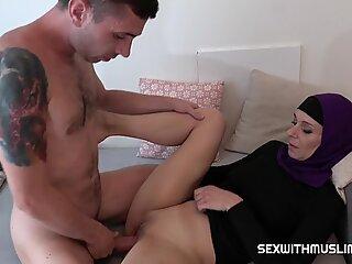Kinky Horny Muslim MILF espoir