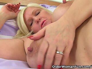british grandma Lacey Starr fucks her twat with a fuck stick