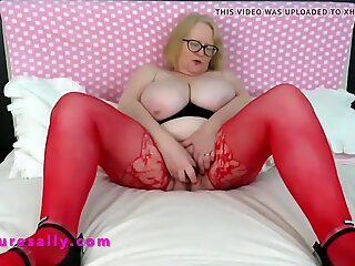 Granny in red stockings glass dildos her pussy