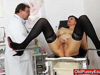 Remy vulvas put to the inspection on the old cunt
