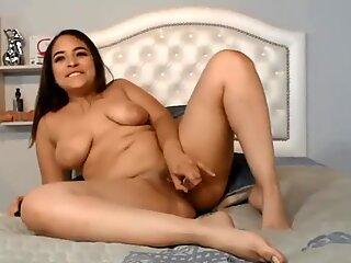 Webcam solo curvy Latina vixen erotic scene