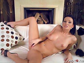 Busty Vanessa Jordin s Orgasmic Moans